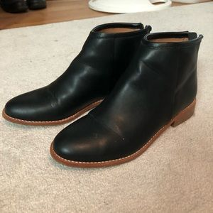 Urban Outfitters Women's Black Booties Size 8